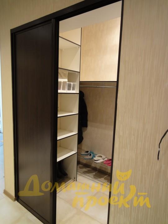 Как сделать гардеробную в нише комнаты