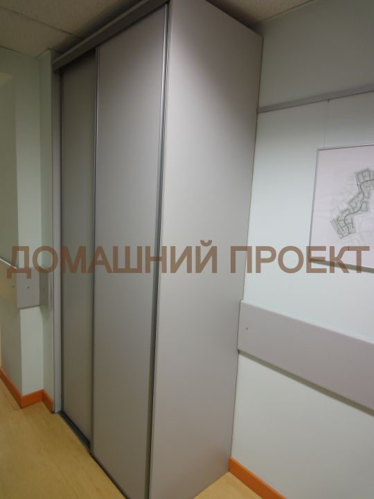 Встроенный шкаф-купе в офис