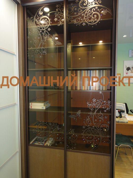 Шкаф-купе с пескоструйным рисунком на стекле