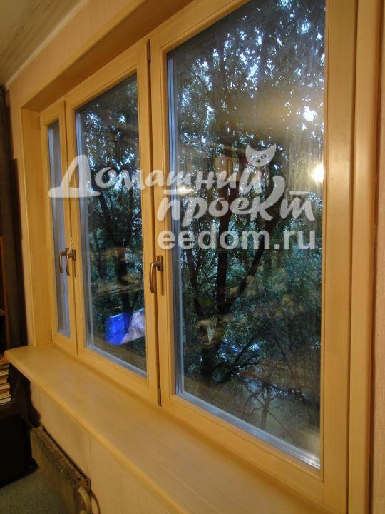 Деревянное окно с откосами из дерева