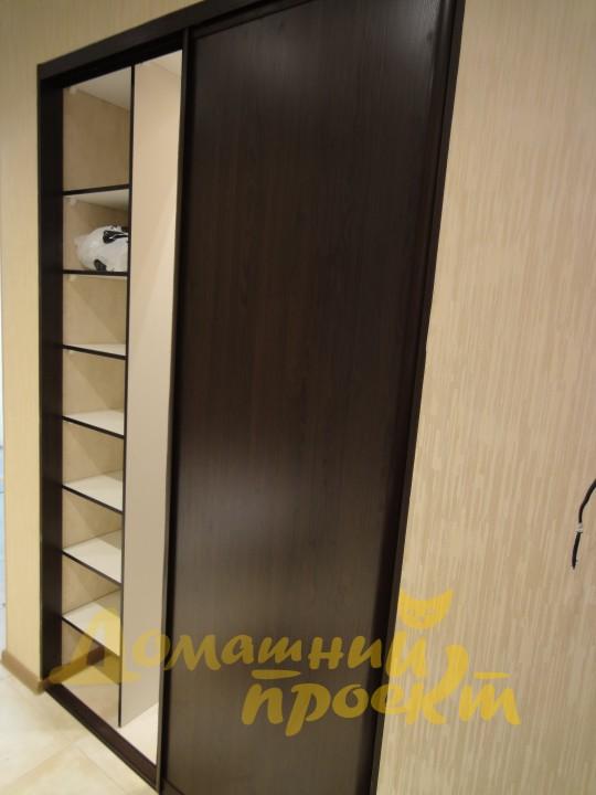 Гардеробный шкаф с дверями купе