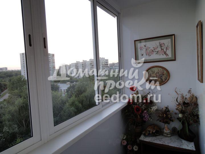 Холодный балкон с отделкой и шкафом_1