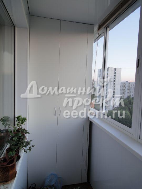 Холодный балкон с отделкой и шкафом_2