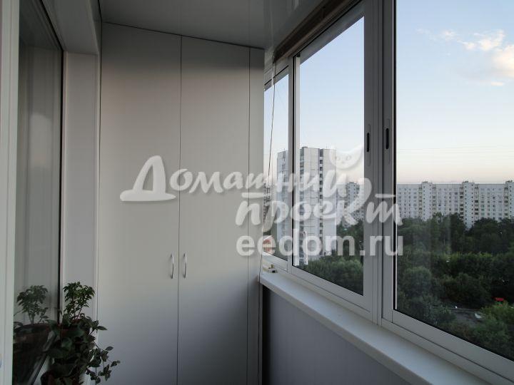 Холодный балкон с отделкой и шкафом_3