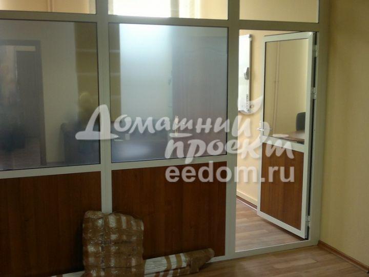Межкомнатная алюминиевая дверь