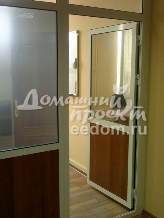 Офисная алюминиевая дверь