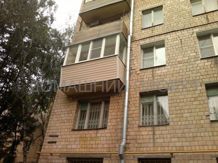 Отделка балкона сайдингом в пятиэтажке