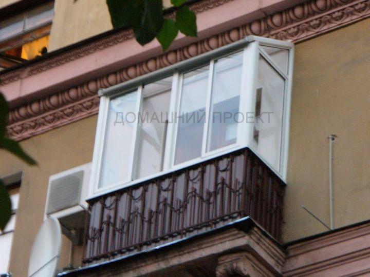 Алюминиевое остекление балкона с крышей
