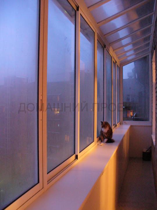 Понорамное остекление балкона с прозрачной крышей