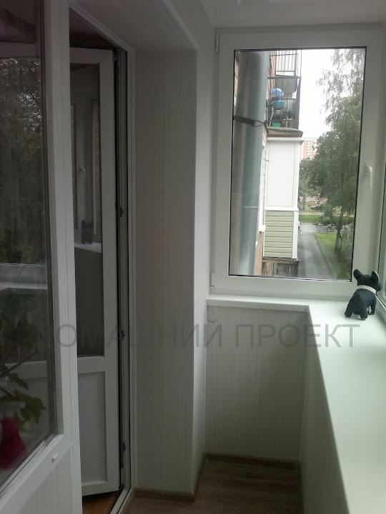 Пластикове застекление балкона с выносом