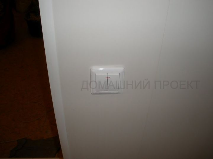 Отделка балкона пластиком с проведением электрики