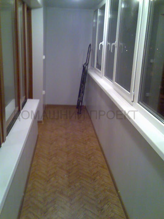 ПВХ отделка балкона в кирпичном доме