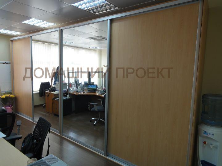 Шкаф-купе для офиса с широкими дверьми
