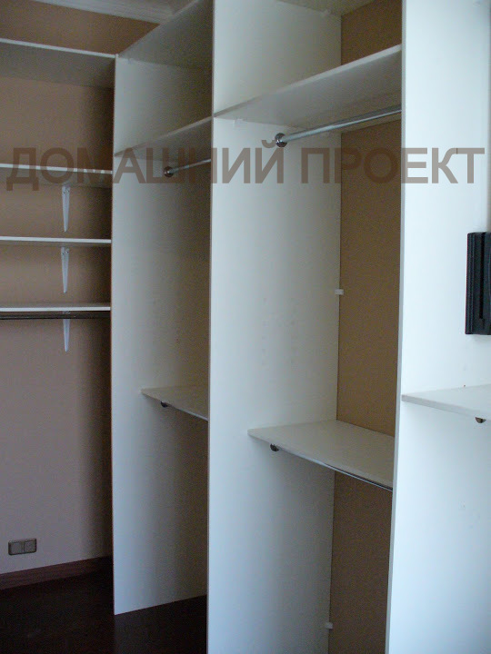 Универсальный вариант гардеробной для квартиры