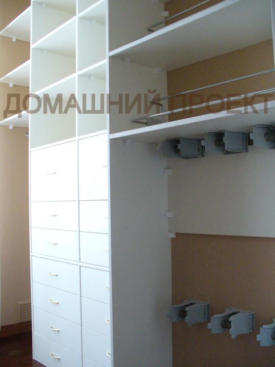 Вместительная гардеробная для квартиры
