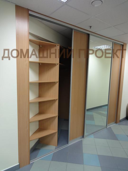 Вместительный шкаф для офиса