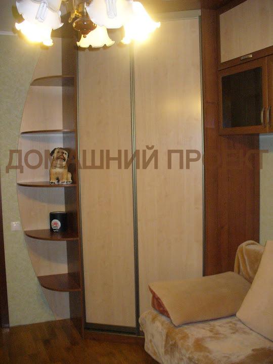 Угловой шкаф для гостинной