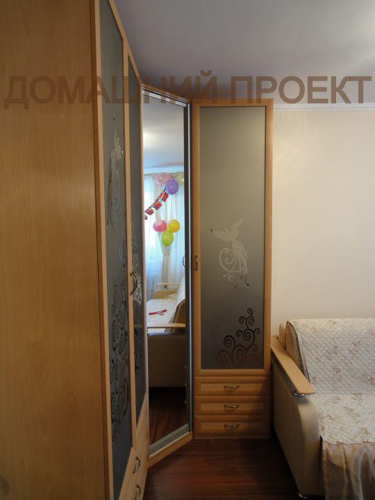 Распашной шкаф оригинального дизайна