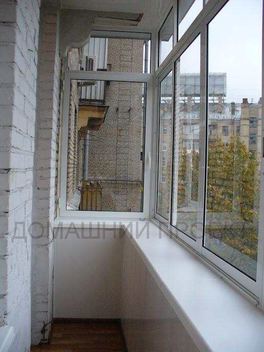 Застекление балкона в сталинке