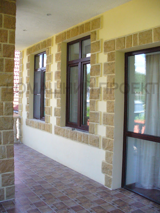 Ламинированные окна и двери Rehau в коттедже