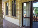 Установка дверей и окон в коттедже